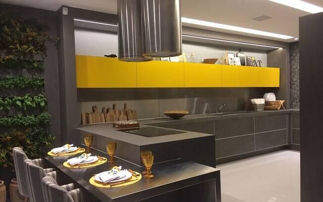 Tem vontade de ter uma cozinha gourmet? Saiba quais são os itens necessários para construir uma de forma funcional