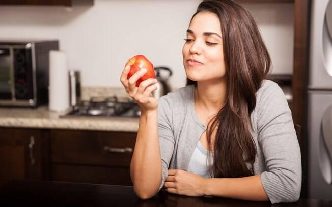 Dicas para perder peso: você presta atenção a sua mastigação? Isso também pode interferir na balança