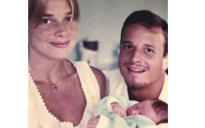 Letícia Spiller relembra nascimento de seu filho com Marcello Novaes