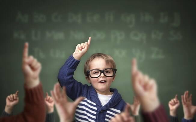 """""""A criança líder acolhe e sabe que todos são importantes. Ela também motiva os colegas, tem carisma, é curiosa, criativa, comunicadora"""