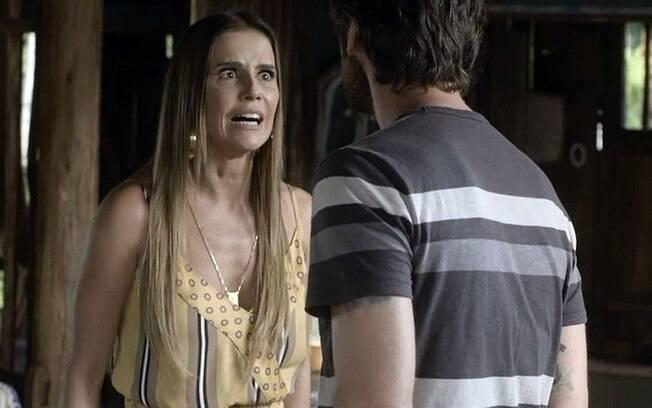 Deborah Secco volta como a antagonista Karola, que inferniza a vida do protagonista Beto (Emílio Dantas)