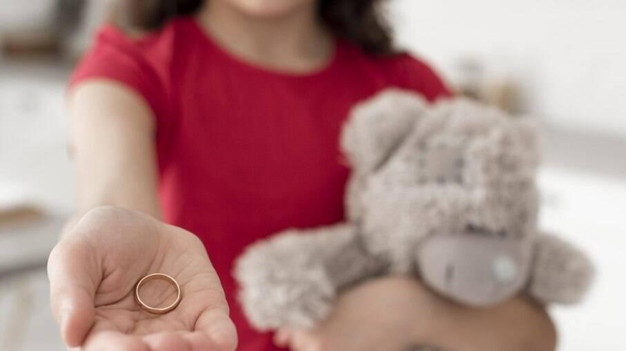 A cada 2 horas, Brasil recebe uma denúncia de estupro de meninas até 14 anos