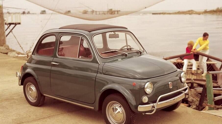 Fiat 500 1957 é outro modelo que tem motor refrigerado ar na primeira geração da segunda metade dos anos 50