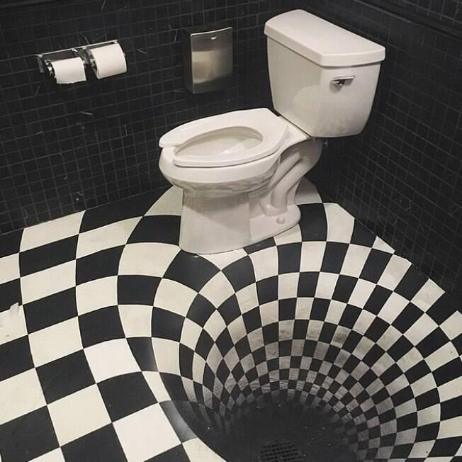 banheiro  com ilusão de ótica