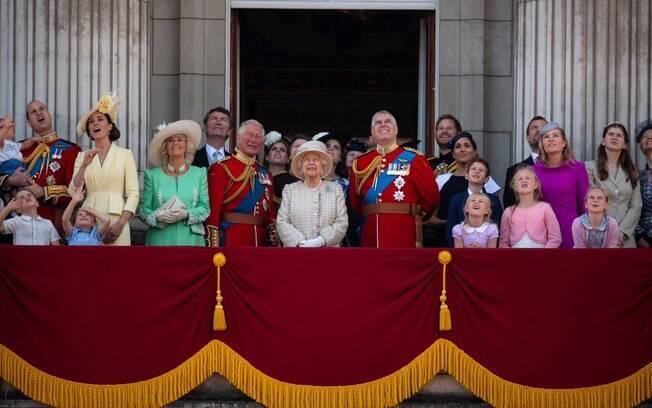Registro da cerimônia em homenagem à Rainha Elizabeth II