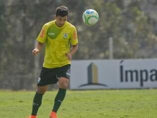 Esportes  - Nova Lima / MINAS GERAIS / BRASIL Treino do Amarica para partida contra Ponte Preta.  Na foto: Renan Oliveira  Foto: Uarlen Valerio / 21-08-2014