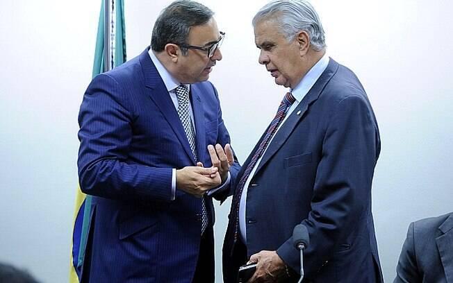 O advogado de Cunha no Conselho de Ética, Marcelo Nobre, ao lado de José Carlos Araújo