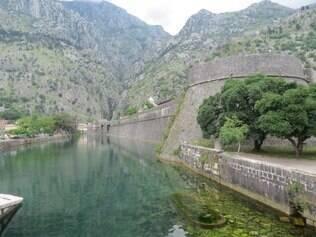 Cidadela de Kotor é cercada por uma muralha
