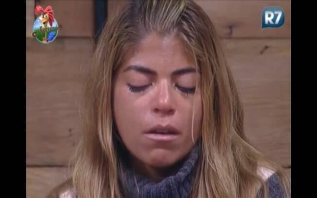 Raquel chora com a eliminação da amiga