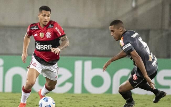 Flamengo volta a vencer o ABC em jogo de polêmica no VAR e avança na Copa do Brasil