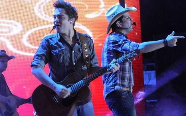 A dupla durante o Caldas Country Show