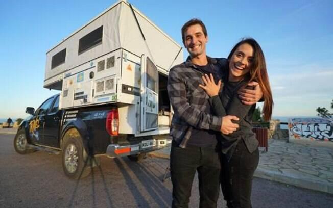 Rômulo Wolff Pereira e Mirella Rabelo se conheceram no Tinder e largaram tudo para viajar pelo mundo