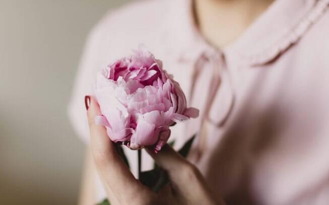 Campanha anual do Outubro Rosa foi criada na década de 90 para conscientizar as mulheres sobre o câncer de mama