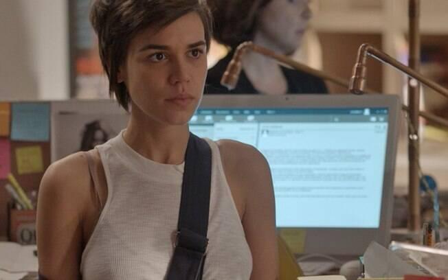 Carolina acusa Leila de divulgar fotos para o Neotop e a demite, em Totalmente Demais
