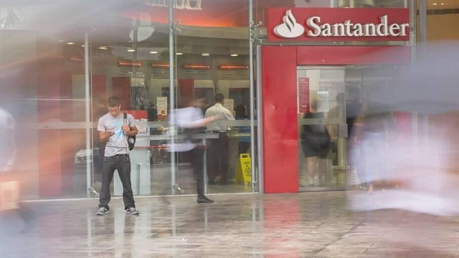 O Banco Santander realiza um leilão on-line de imóveis com descontos de até 54%