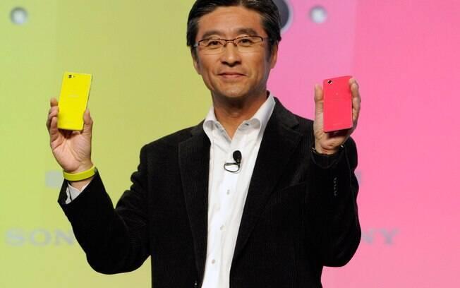 Kunimasa Suzuki, CEO da Sony Mobile, apresenta o Xperia Z1 Compact, com tela de 4,3 polegadas