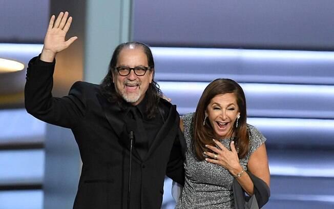 Glenn Weiss e sua noiva no Emmy após pedido de casamento