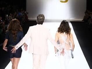 Gianecchini põe mão boba no bumbum de Giovanna Antonelli e Tainá Müller