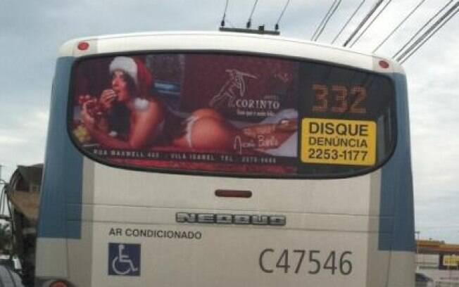 Nicole Bahls na campanha de Natal de um motel do Rio de Janeiro