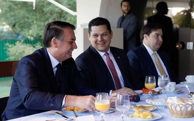 Bolsonaro acredita que Senado vote a MP do INSS nesta segunda-feira