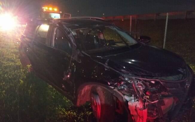 Batida entre carros deixa duas pessoas feridas em Jaguariúna