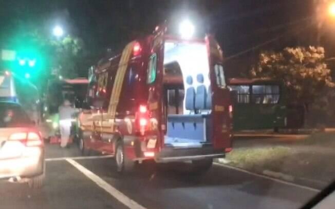 Motociclista fica ferido após bater contra ônibus em Campinas