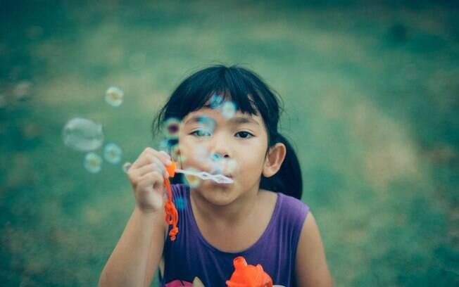 Na hora de fazer uma escolha entre as várias brincadeiras de criança, é preciso levar em consideração clima, idade e local