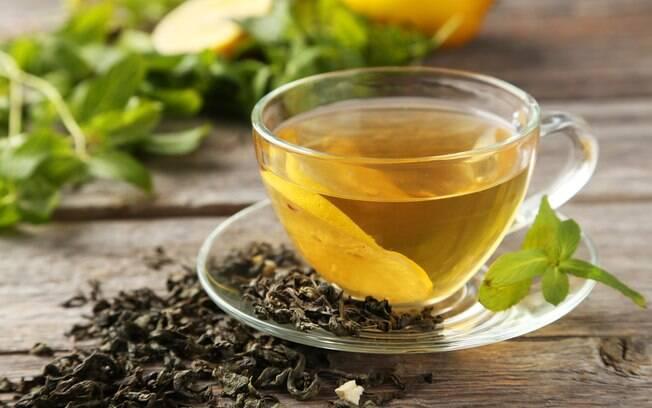 Chá verde é mais um dos ingredientes que ajudam a crescer cabelo e unhas, com ativos que os deixam fortes