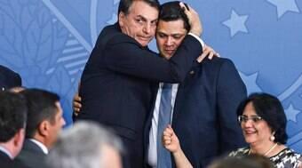 Bolsonaro e Davi Alcolumbre trocam elogios em evento