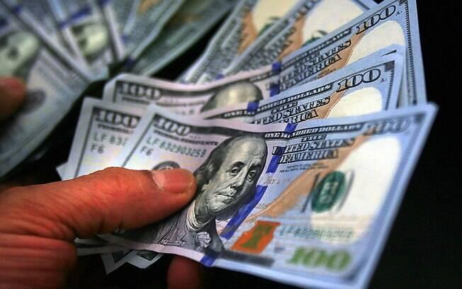 Dólar não fechava em valor tão alto desde 20 de maio