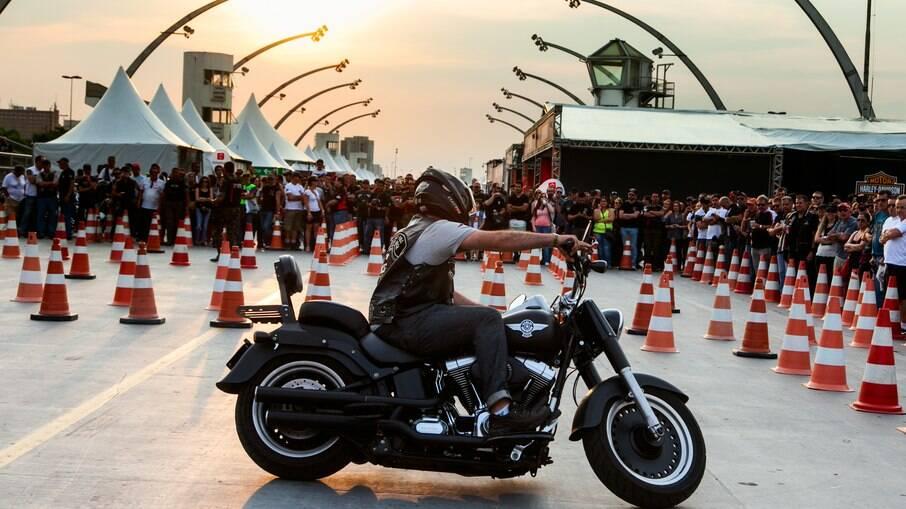 Harley-Davidson faz 10 anos no Brasil e mostra um dos eventos com fãs da marca, em 2014, o