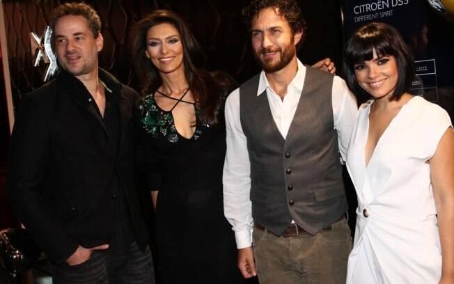 Os atores Dan Stulbach, Maria Fernanda Cândido, Gabriel Braga Nunes e Vanessa Giacomo se encontram em evento paulistano