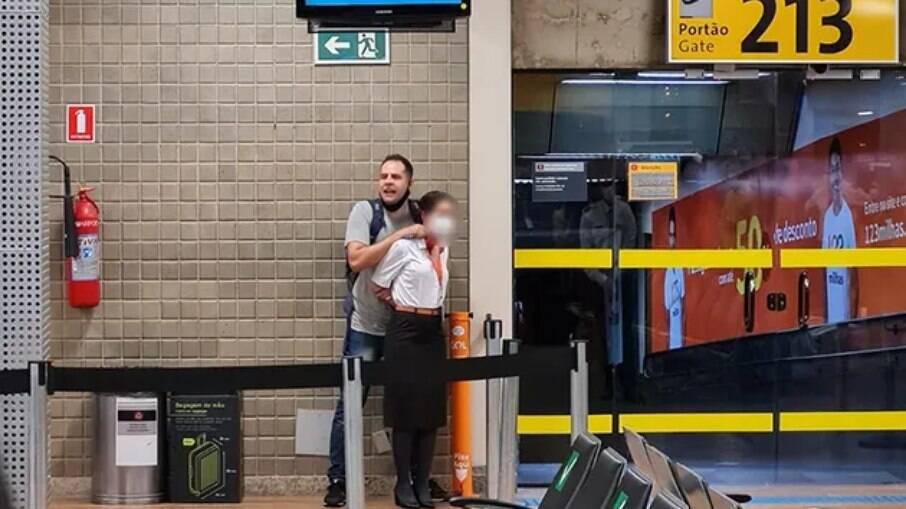 Rapaz que fez comissária refém no Aeroporto de Guarulhos é policial militar