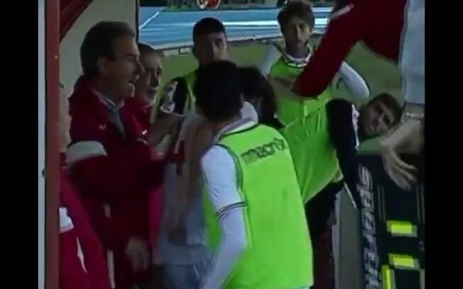 Técnico agride seu próprio jogador na Itália e acaba sendo expulso