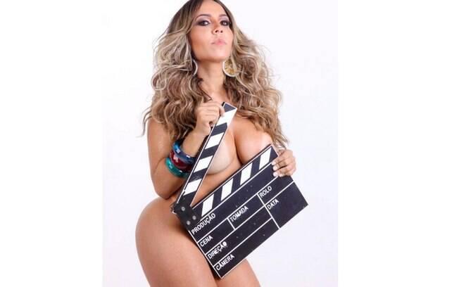 Mulher Melão posa completamente nua e anima seguidores em suas redes sociais