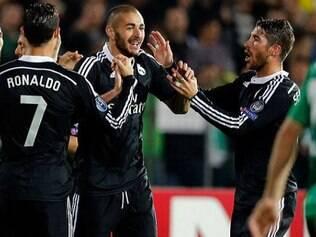 Jogadores do Real Madrid celebram importante vitória fora de casa