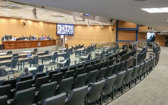 Câmara de Campinas vota suspensão dos prazos dos concursos públicos