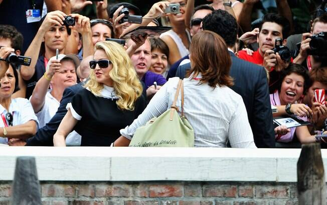 Madonna chegando à coletiva de imprensa de seu novo filme
