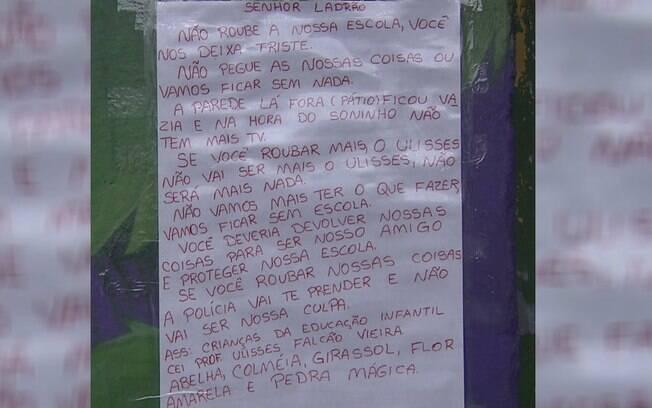 Carta foi pregada na parede de escola