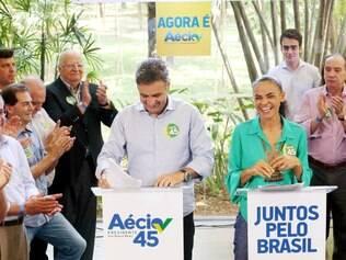 Marina participou de evento ao lado de tucano em São Paulo e elogiou postura do candidato.