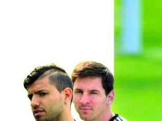 Um craque, um gênio. Agüero deseja desencantar, enquanto Messi quer deslanchar na Copa