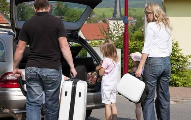 Viajar de carro no feriado exige que toda a bagagem fique bem organizada no porta-malas para evitar problemas