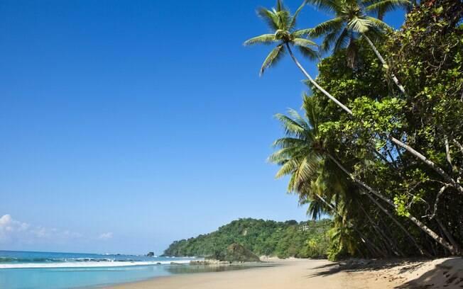 Puerto Escondido, no México, é um destino que atrai inúmeros turistas devido as praias com ondas altas e intensas