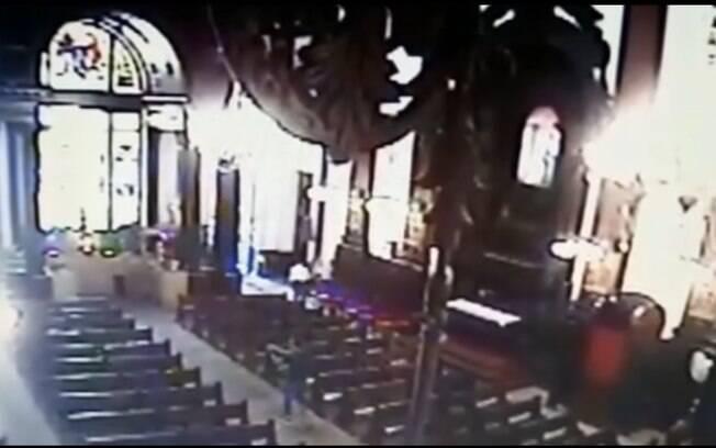 Atirador em Igreja de Campinas abre fogo contra fiéis presentes