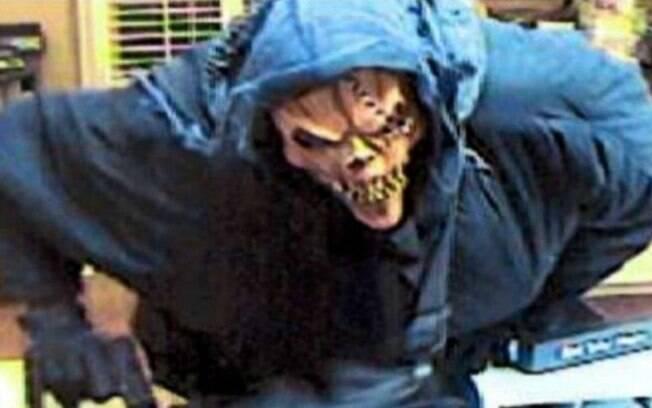 Desde 2009, o criminoso costuma vestir acessórios de Halloween para realizar assaltos