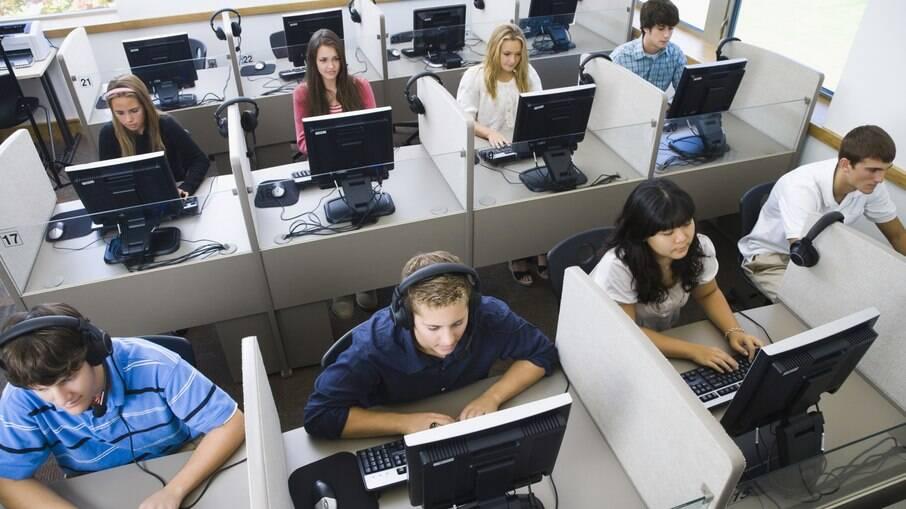 Programa de demissão coletiva vai atingir mais de oito mil funcionários