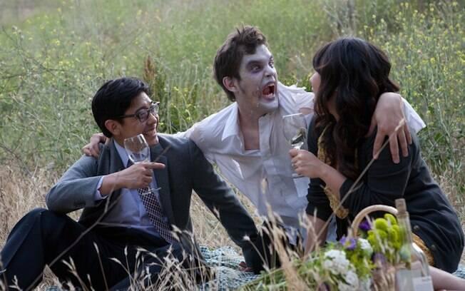 Jason, o zumbi, entre Ben e Juliana: ideia de fazer o ensaio de noivado diferente foi do casal
