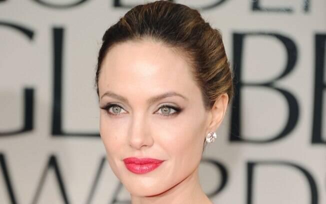 A atriz Angelina Jolie no Globo de Ouro