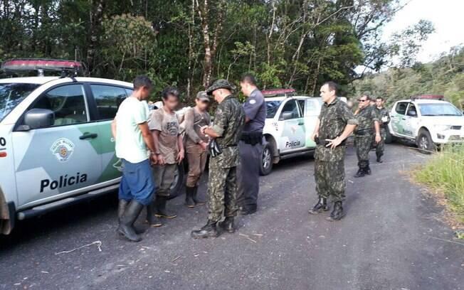 Equipes da Polícia Militar Ambiental prendem quadrilha de palmiteiros