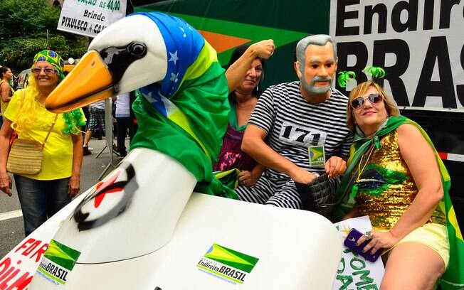O pedalinho no sítio de Atibaia (SP), usado pela família de Lula, serviu de inspiração no ato contra o governo, em São Paulo. Foto: Rovena Rosa/ Agência Brasil - 13.3.13